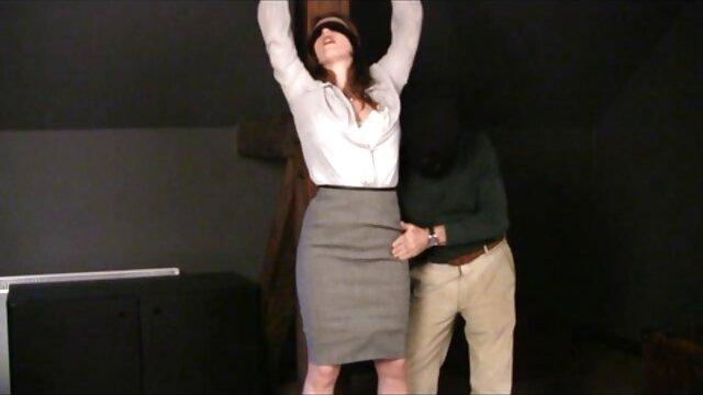راشل پس از یک روز شلوغ در محل کار ، استیو را در فیلم و عکس سوپر خارجی جکوزی لوس می کند
