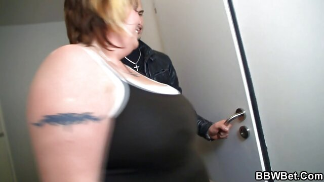 Pornstar Kylie Devine اطاق رختکن سوپر بکن خارجی فاحشه Blowjob