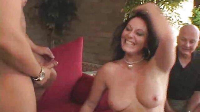 -بیایید با جولیا آن بازی کنیم فیلم سکسی خارجی بدون فیلتر