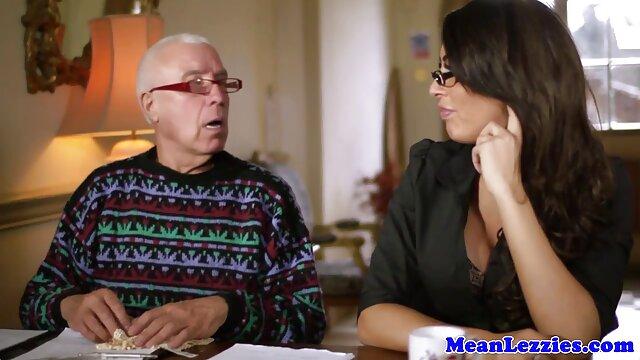 زن و شوهر جوان آماتور با سوپر خارجی دانلود هم اتاقی ها